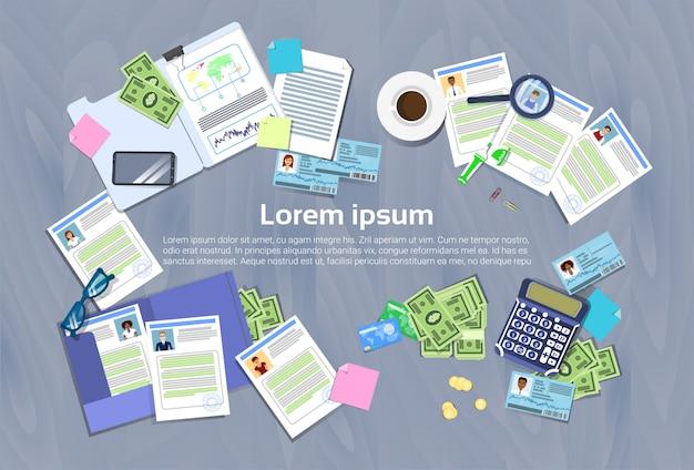 Hr manager workplace concept bureau avec cv reprendre les documents bannière vue en angle supérieur avec espace de copie