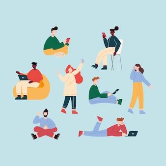 Huit personnes utilisant des appareils mobiles