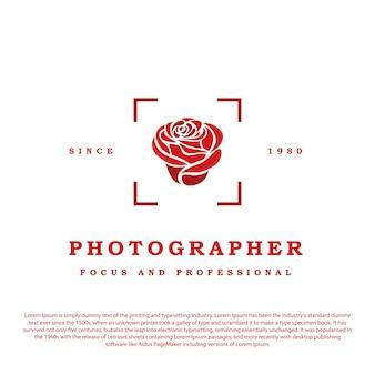 Icône de la zone de mise au point automatique avec une rose au milieu illustration du logo rétro vintage du photographe de l'appareil photo
