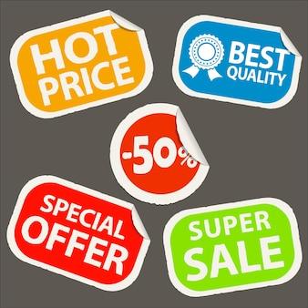 Icônes d'autocollant de remise. offre spéciale, prix chauds et icônes de super vente sur étiquette en papier autocollant en papier réaliste avec bord incurvé