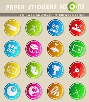 Icônes vectorielles de billard sur des autocollants en papier de couleur