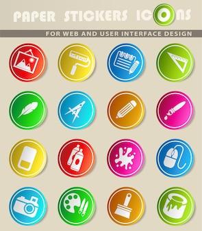 Icônes vectorielles d'outils d'art sur des autocollants en papier de couleur