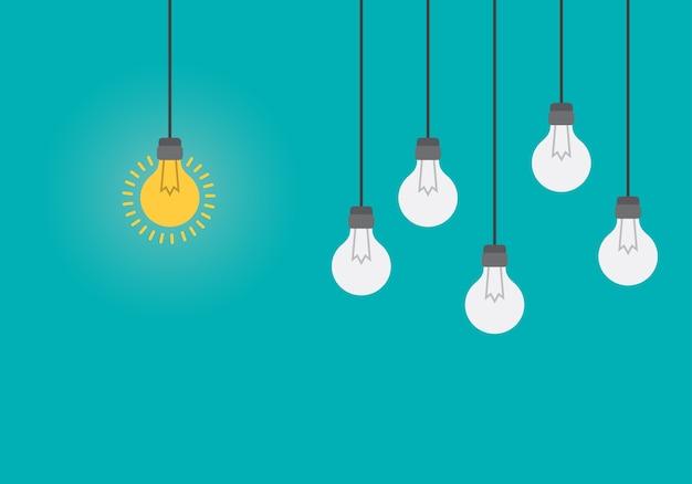 Idée lumineuse et concept de perspicacité avec ampoule.