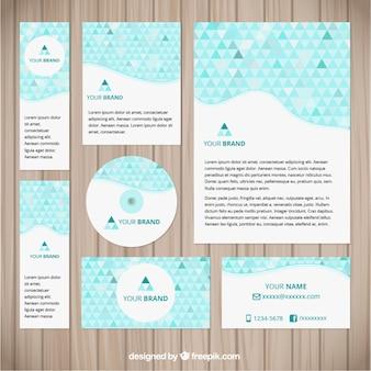 Identité visuelle d'entreprise avec des triangles bleus