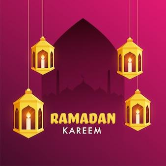 Iit bougies à l'intérieur de lanternes dorées arabes et silhouette de mosquée sur fond de couleur fuchsia pour le mois sacré islamique du ramadan kareem.