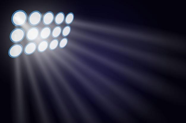 Illuminé par des projecteurs.