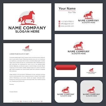 Illustration et carte de visite créatives de conception de symbole de logo élégant de cheval