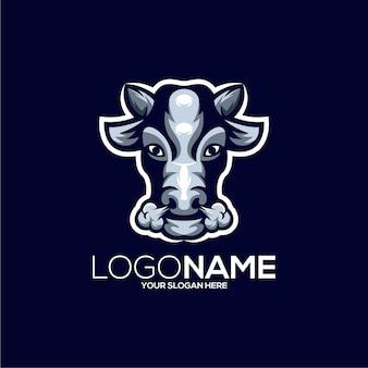 Illustration de conception de logo de mascotte de vache géniale