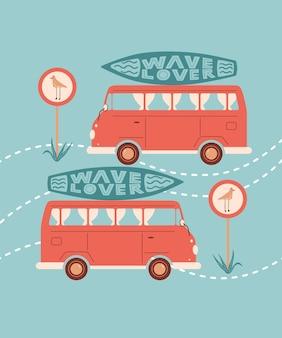 Illustration de dessin animé d'été de vecteur avec panneau de signalisation de planche de surf de voiture ou de bus avec mouette et lettrage