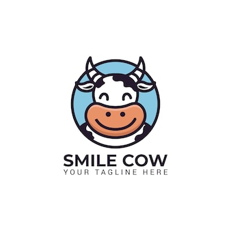 Illustration de personnage mascotte vache mignonne sourire au logo de cercle rond pour vecteur lait ferme