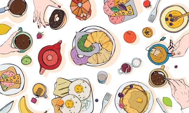 Illustration publicitaire horizontale sur le thème du petit déjeuner. table dessinée à la main colorée avec boisson, crêpes, sandwichs, œufs, croissants et fruits. vue de dessus.