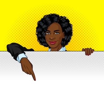 Illustration de style pop art couleur. femme afro-américaine se tient derrière un tableau blanc.