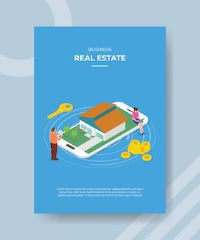 Immobilier mobile avec smartphone et maison à la recherche de la liste des modèles de flyer et de bannière imprimée