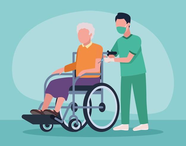 Infirmière avec grand-mère en fauteuil roulant