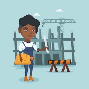 Ingénieur africain tenant un casque et un plan.