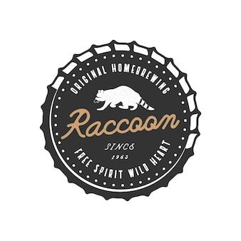 Insigne d'animal sauvage avec logo d'éléments de raton laveur et de typographie