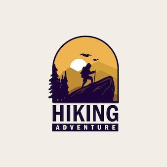 Insigne de logo de randonnée vintage et simple