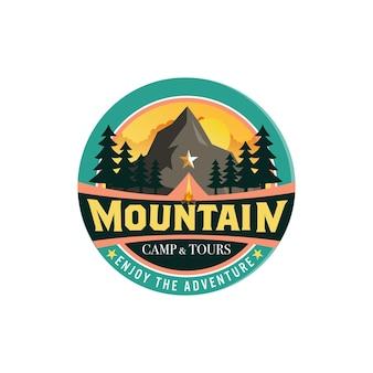 Insignes De Logo De Montagne Vecteur gratuit