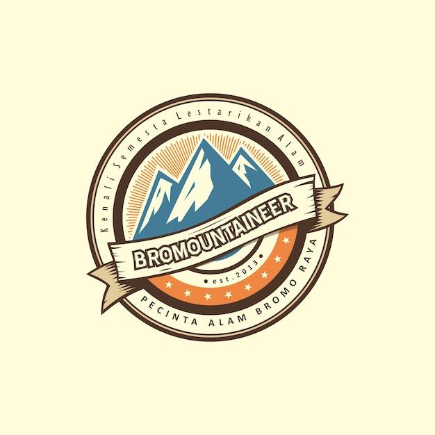 Insignes de montagne design de logo vintage avec couleur rétro