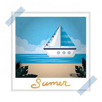 Instantané photo avec plage d'été et voilier