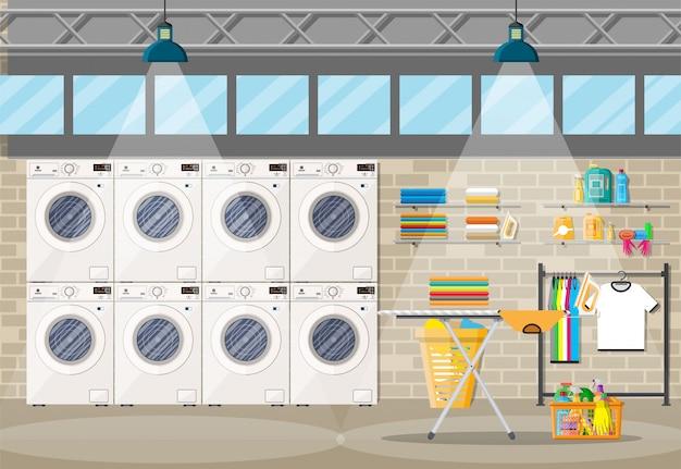 Intérieur de buanderie avec machine à laver