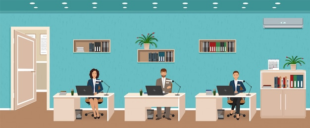 Intérieur de bureau avec trois postes de travail, employé en activité et porte extérieure. les travailleurs assis à des bureaux.