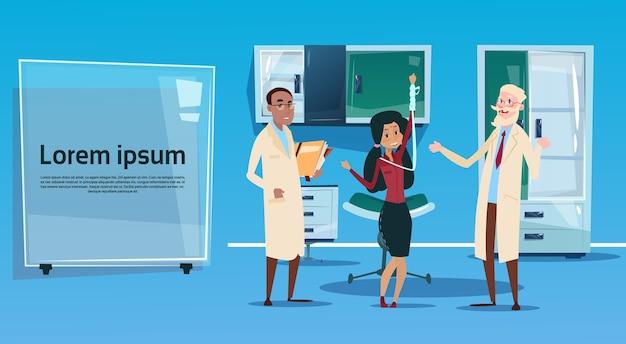 Intérieur du cabinet médical de l'équipe de médecins du groupe médical