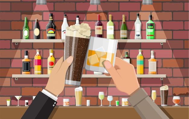 Intérieur de pub, café ou bar.