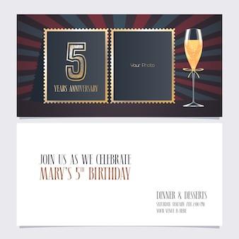Invitation d'anniversaire de 5 ans. modèle avec collage de photo vide pour invitation de fête du 5e anniversaire