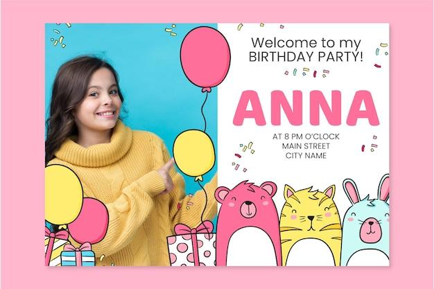 Invitation d'anniversaire d'animaux dessinés à la main avec modèle photo