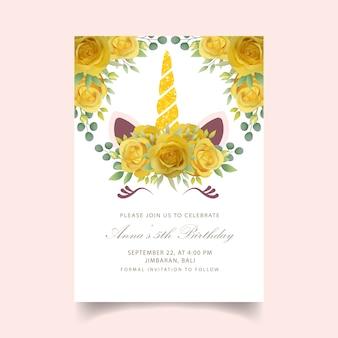 Invitation d'anniversaire floral avec une licorne mignonne