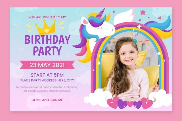 Invitation d'anniversaire de licorne plate bio