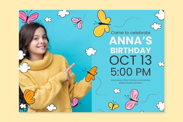 Invitation d'anniversaire papillon dessiné à la main avec modèle photo