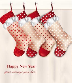 Invitation de cartes de vacances avec des chaussettes de noël rouges