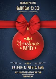 Invitation à une fête de noël. boule rouge avec ruban rouge sur fond bleu foncé avec des flocons de neige. les noms du dj et du club. texte or sur fond sombre. vecteur