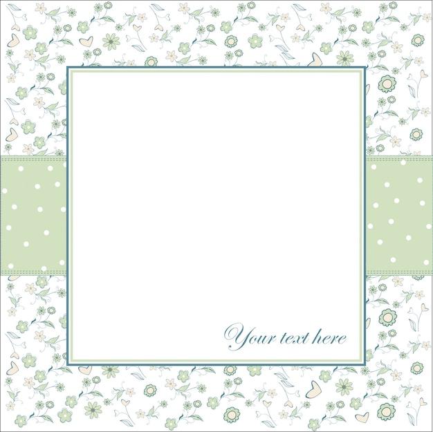 Invitation avec des fleurs et un fond blanc