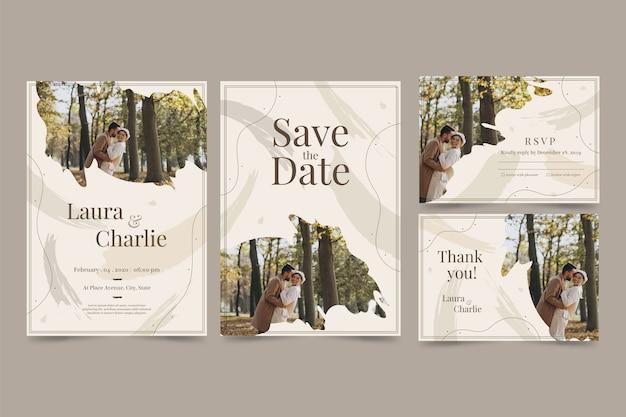 Invitation de mariage élégance avec couple heureux