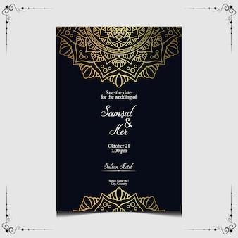 Invitation de mariage orné de mandala d'or de luxe.