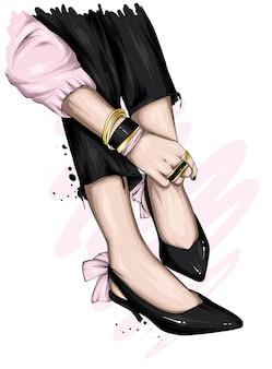 Jambes féminines en pantalons et chaussures élégants
