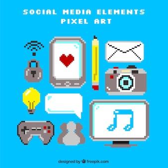 Jeu d'accessoires des médias sociaux dans le style pixel art
