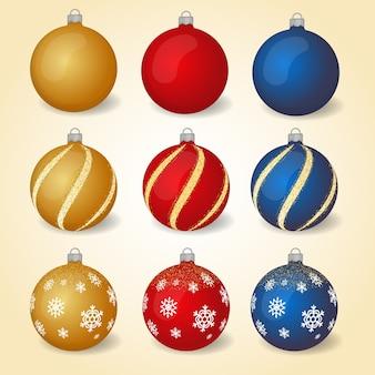 Jeu de boules de noël colorées avec différents ornements.