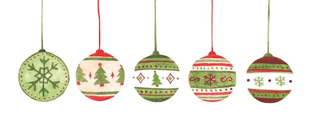 Jeu de boules de noël colorées. sur fond blanc. carte de noël aquarelle pour les invitations, salutations, jouet de noël de vacances pour sapin.