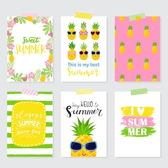 Jeu de cartes d'été lumineux vectorielles. belles affiches d'été avec des ananas, des feuilles de palmier, des phrases. cartes journal.