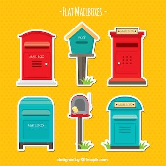 Jeu de différentes anciennes boîtes aux lettres