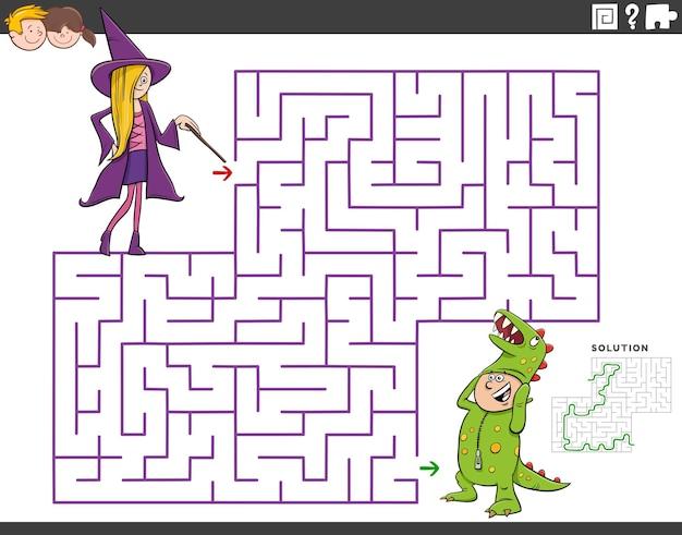 Jeu éducatif de labyrinthe avec fille et garçon à la fête costumée