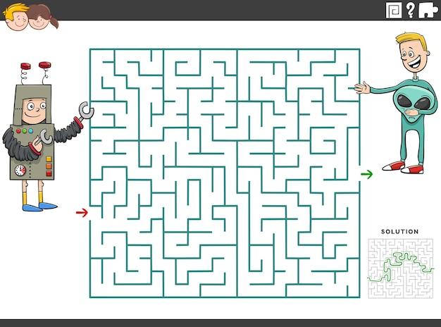 Jeu éducatif labyrinthe avec des garçons à la fête costumée