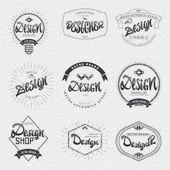 Jeu d'insignes calligraphiques