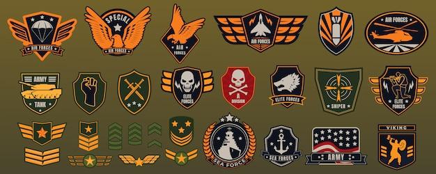 Jeu d'insignes militaires de l'armée.