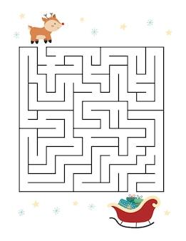 Jeu de labyrinthe de noël avec un joli cerf et un traîneau avec des cadeaux.