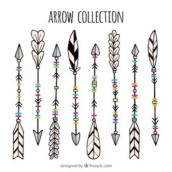 Jeu de main ethnique dessiné flèches
